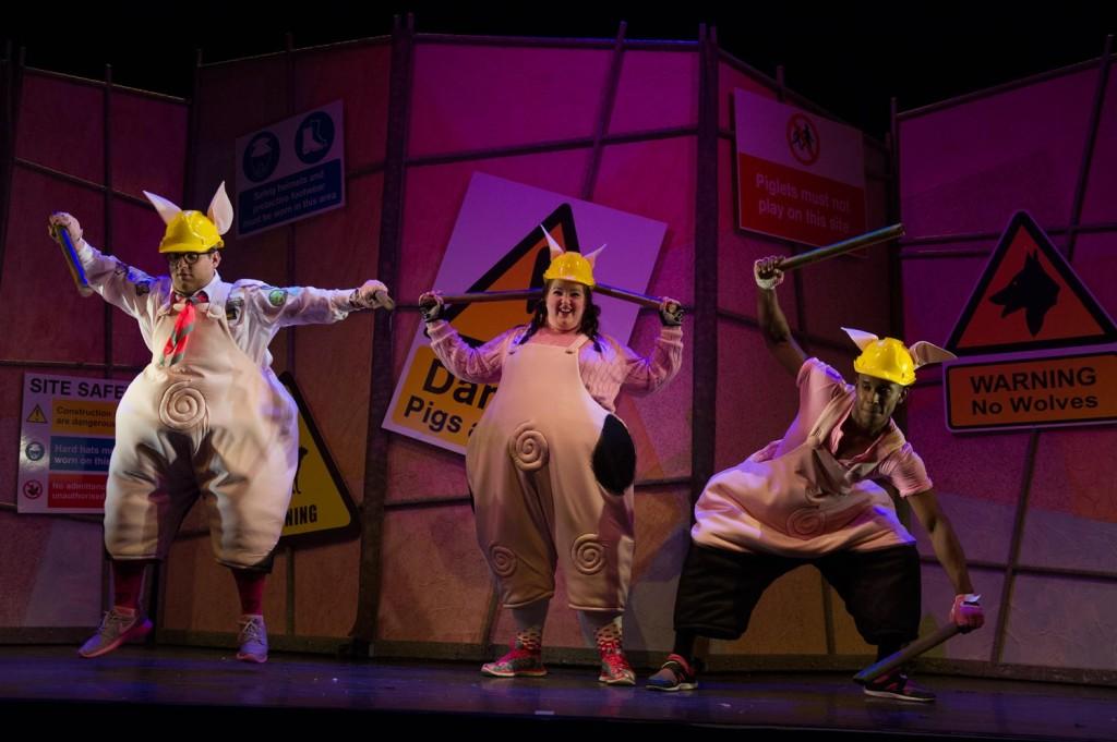 2015-three-little-pigs-07